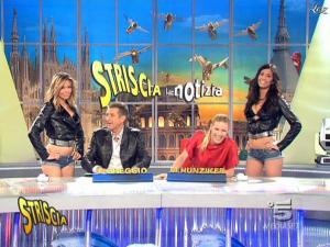 Michelle Hunziker, Costanza Caracciolo et FederiÇa Nargi dans Striscia la Notizia - 10/02/09 - 08