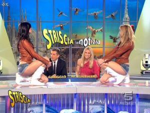 Michelle Hunziker, Costanza Caracciolo et Federica Nargi dans Striscia la Notizia - 10/03/09 - 04