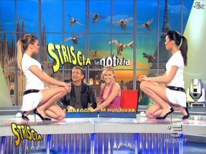 Michelle Hunziker, Costanza Caracciolo et FederiÇa Nargi dans Striscia la Notizia - 21/02/09 - 07