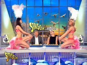 Michelle Hunziker, Costanza Caracciolo et FederiÇa Nargi dans Striscia la Notizia - 26/02/09 - 04