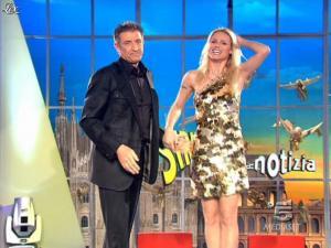 Michelle Hunziker dans Striscia la Notizia - 02/03/09 - 01