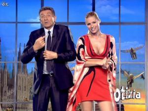 Michelle Hunziker dans Striscia la Notizia - 06/02/08 - 03