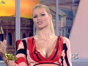 Michelle Hunziker dans Striscia la Notizia - 06/02/08 - 04