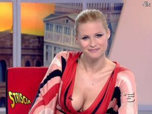 Michelle Hunziker dans Striscia la Notizia - 06/02/08 - 06