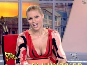 Michelle Hunziker dans Striscia la Notizia - 06/02/08 - 08