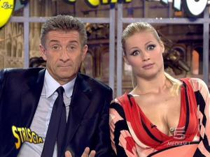 Michelle Hunziker dans Striscia la Notizia - 06/02/08 - 10