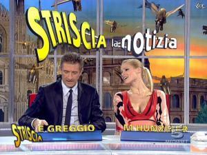 Michelle Hunziker dans Striscia la Notizia - 06/02/08 - 12