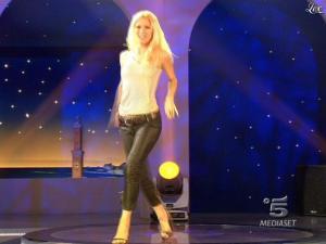 Michelle Hunziker dans Striscia la Notizia - 07/03/09 - 02