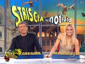 Michelle Hunziker dans Striscia la Notizia - 07/03/09 - 11