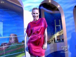 Michelle Hunziker dans Striscia la Notizia - 10/02/09 - 01