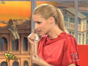 Michelle Hunziker dans Striscia la Notizia - 10/02/09 - 09