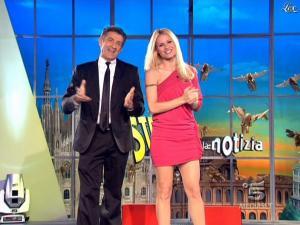Michelle Hunziker dans Striscia la Notizia - 10/03/09 - 01