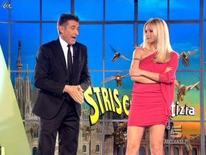 Michelle Hunziker dans Striscia la Notizia - 10/03/09 - 02