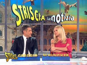 Michelle Hunziker dans Striscia la Notizia - 10/03/09 - 05
