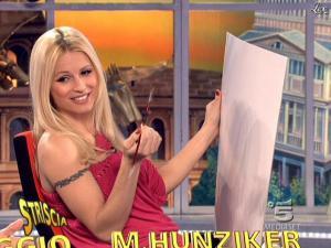 Michelle Hunziker dans Striscia la Notizia - 10/03/09 - 06