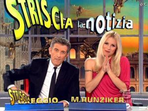 Michelle Hunziker dans Striscia la Notizia - 10/03/09 - 09