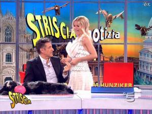 Michelle Hunziker dans Striscia la Notizia - 14/03/09 - 10