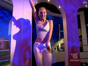 Michelle Hunziker dans Striscia la Notizia - 20/02/09 - 01