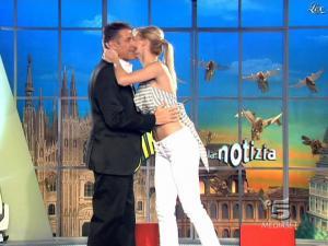 Michelle Hunziker dans Striscia la Notizia - 20/02/09 - 02