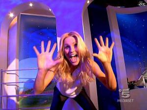 Michelle Hunziker dans Striscia la Notizia - 20/03/09 - 01
