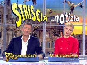 Michelle Hunziker dans Striscia la Notizia - 21/01/08 - 07