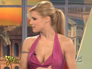 Michelle Hunziker dans Striscia la Notizia - 21/02/09 - 05