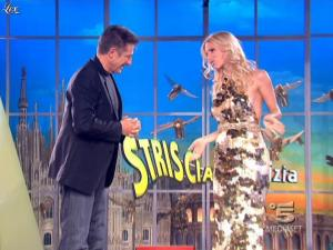 Michelle Hunziker dans Striscia la Notizia - 27/03/09 - 03