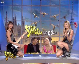 Michelle Hunziker, Les Veline, Mélissa Satta et Thais Souza Wiggers dans Striscia la Notizia - 13/10/06 - 08