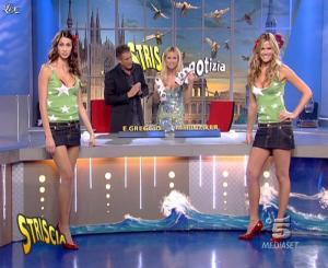 Michelle Hunziker, Les Veline, Mélissa Satta et Thais Souza Wiggers dans Striscia la Notizia - 15/11/06 - 07