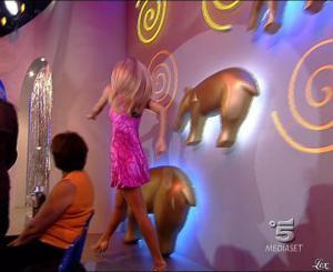 Michelle Hunziker dans Striscia la Notizia - 13/10/06 - 01