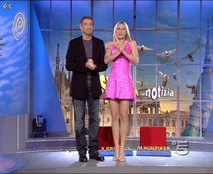 Michelle Hunziker dans Striscia la Notizia - 13/10/06 - 02