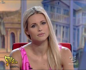 Michelle Hunziker dans Striscia la Notizia - 13/10/06 - 07