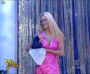 Michelle Hunziker dans Striscia la Notizia - 13/10/06 - 09