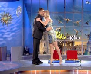 Michelle Hunziker dans Striscia la Notizia - 15/11/06 - 02