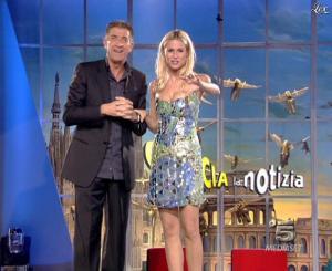 Michelle Hunziker dans Striscia la Notizia - 15/11/06 - 03