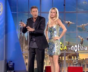 Michelle Hunziker dans Striscia la Notizia - 15/11/06 - 05