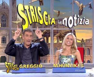 Michelle Hunziker dans Striscia la Notizia - 15/11/06 - 08