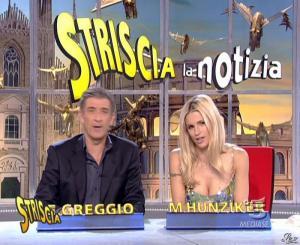 Michelle Hunziker dans Striscia la Notizia - 15/11/06 - 09