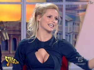 Michelle Hunziker dans Striscia la Notizia - 19/01/08 - 09