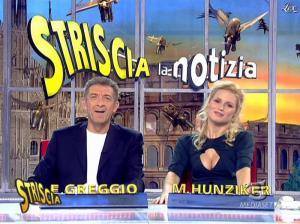 Michelle Hunziker dans Striscia la Notizia - 19/01/08 - 15