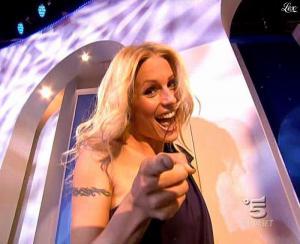 Michelle Hunziker dans Striscia la Notizia - 21/03/09 - 01