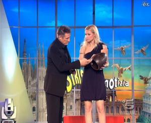 Michelle Hunziker dans Striscia la Notizia - 21/03/09 - 08