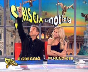 Michelle Hunziker dans Striscia la Notizia - 21/03/09 - 12