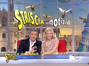 Michelle Hunziker dans Striscia la Notizia - 21/11/06 - 02