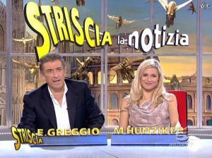 Michelle Hunziker dans Striscia la Notizia - 21/11/06 - 04