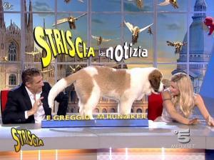 Michelle Hunziker dans Striscia la Notizia - 21/11/06 - 06