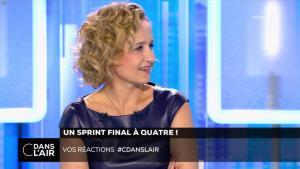Caroline Roux dans C dans l'Air - 10/04/17 - 06