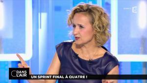 Caroline Roux dans C dans l'Air - 10/04/17 - 08