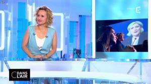 Caroline Roux dans C dans l'Air - 12/04/17 - 27