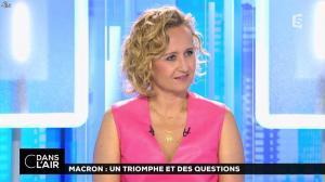 Caroline Roux dans C dans l'Air - 12/06/17 - 47
